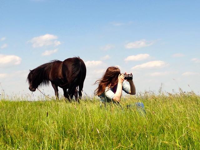 Marie beim Fotografieren