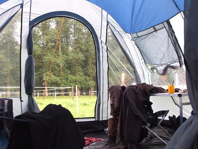 Zelten mit Hund - Fenster