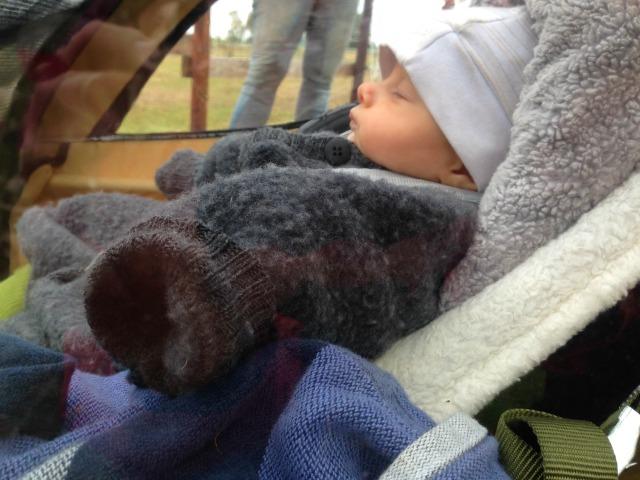 Baby anziehen draussen