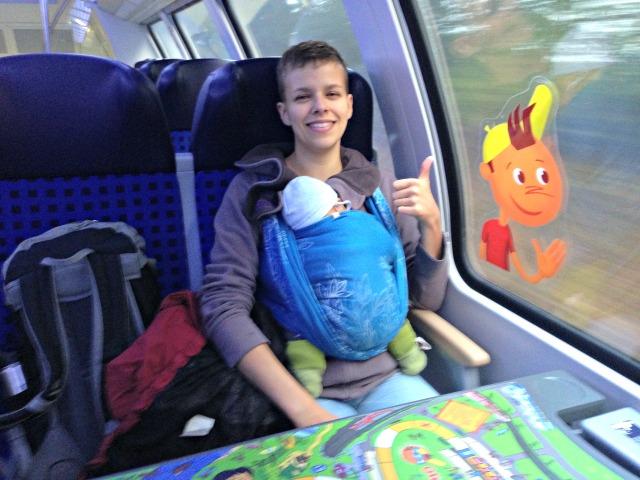 Zug fahren mit Baby